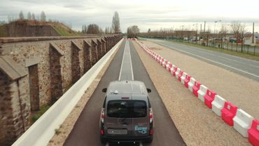 Une route capable de recharger les voitures électriques