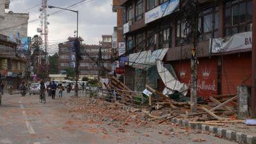 L'aide internationale se met en place pour secourir les rescapés et les victimes de la catastrophe au Népal.