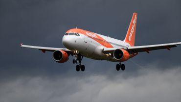 France: l'auteur d'une alerte à la bombe sur un vol ne voulait pas voir ses parents car il fumait des joints
