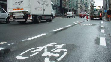 Rue de la Loi: une piste cyclable remplace une bande circulation