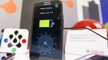 Comment correctement charger la batterie de son smartphone tout en prolongeant la durée de vie de la batterie ? Il y a plusieurs pistes...