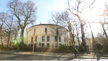 La grande mosquée de Bruxelles est dans l'illégalité. Le ministre de la justice fuit notre caméra ...