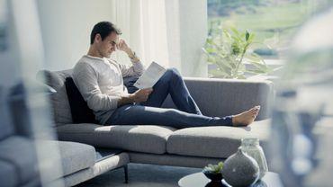Uniqlo a enrôlé son ambassadeur Roger Federer pour mettre en lumière sa nouvelle collection de jeans.