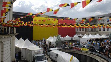 Archive - La place des musées à Bruxelles décorée à l'occasion de la fête nationale