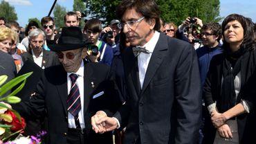 Paul Halter avec le Premier ministre Di Rupo lors d'une visite au camp de concentration d'Auschwitz en 2012.