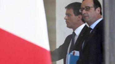 Charlie Hebdo - Hollande rend un hommage aux policiers tués