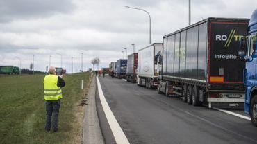 Les transporteurs poursuivent les blocages sur les routes wallonnes