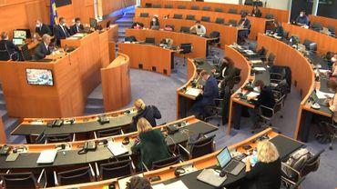 La commission Covid poursuit ses auditions.