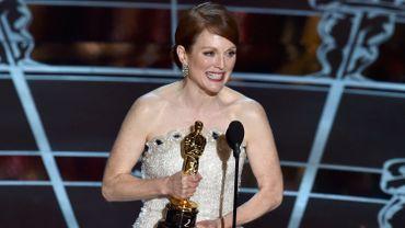 Julianne Moore recevant l'Oscar de la meilleure actrice le 22 février 2015