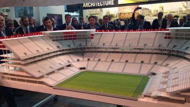 La maquette, en plan de coupe, du futur stade national.