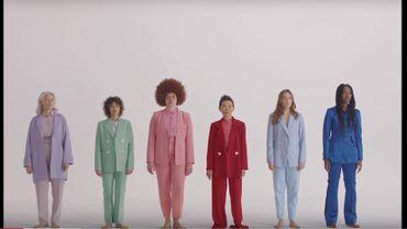"""Capture d'écran du clip réalisé par Charlotte Abramow, """"Les Passantes"""""""