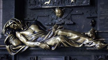 """La statue du """"Gisant"""""""