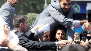Hassan Rohani protégé par ses gardes du corps le 28 septembre 2013 après qu'un opposant lui ait lancé une chaussure