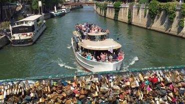 Près d'un million de cadenas vont être retirés du célèbre Pont des Arts de Paris.