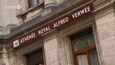 Le coprs professoral s'est mobilisé en soutient au préfet à l'Athénée Royale Alfred Verwee