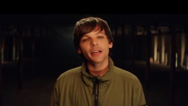 """Louis Tomlinson, dans le clip de """"Don't Let It Break Your Heart""""."""