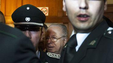 Le prêtre chilien Fernando Karadima lors de son départ de la cour de Santiago le 11 novembre 2015.