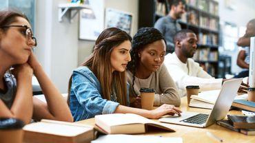 Comment les discriminations affectent les étudiants à court terme.