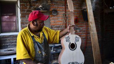 Depuis quelques semaines et la sortie mondiale du film, les artisans de cette ville ont dû nettement augmenter la cadence de production de ces guitares.