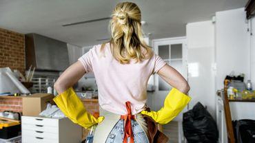 Partage des tâches ménagères: 1 Européenne sur 2 déclare en faire plus que son conjoint.