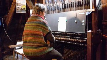 La Verviétoise Marie-Madeleine Crickboom à son carillon habituel de Notre-Dame à Verviers.