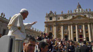 Le pape célèbre la messe de Pâques sous haute sécurité