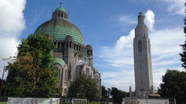 Le monument interallié de Cointe et son église à l'aspect de basilique