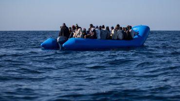 Au moins 500 migrants gagnent la Grèce en une journée
