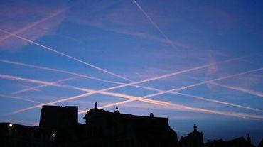 Depuis une dizaine de jours, les avions atterrissent sur la piste 07 après avoir survolé à basse altitude tout le nord et l'ouest de Bruxelles.