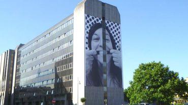 Le bâtiment des finances à Charleroi vous accueille désormais avec le sourire