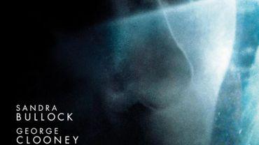 Le regard angoissé de Sandra Bullock sur l'une des affiches du film Gravity
