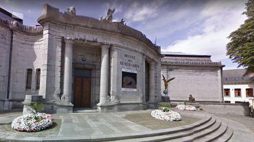 Le musée conçu par Victor Horta présente une façade une pierre calcaire de Tournai