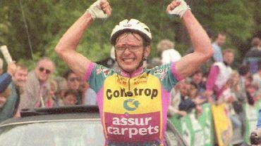 Il y a pile 27 ans Evenepoel gagnait déjà. Le 20 mai 1993, Patrick Evenepoel (père de Remco) s'imposait sur le Grand Prix de Wallonie, en haut de la Citadelle de Namur.