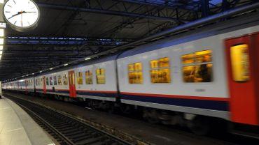 """Un """"surfeur de train"""" a chuté en gare d'Anvers."""