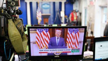 Transition à la Maison Blanche: un message d'adieu pré-enregistré pour Donald Trump qui vante son bilan