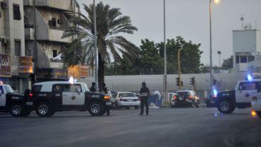 Des policiers sur les lieux de l'explosion d'un kamikaze à Jeddah près du consulat américain ce lundi 4 juillet 2016.