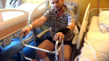 GjoCaj Nazmi dans sa chambre d'hôpital où il se pose beaucoup de questions
