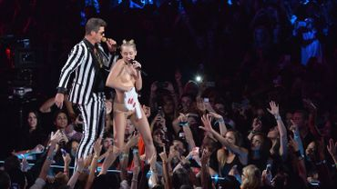 La prestation de Miley Cyrus aux MTV Awards choque