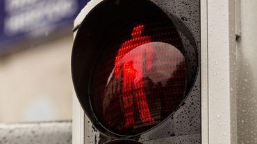 Un piéton sur cinq traverse quand le feu est rouge, selon l'IBSR