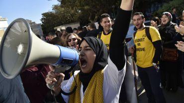 Depuis le mois de février les algériens manifestent tous les vendredis contre le régime en place.