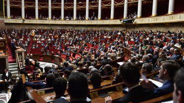 Loi immmigration en France: la loi votée après un marathon enflammé