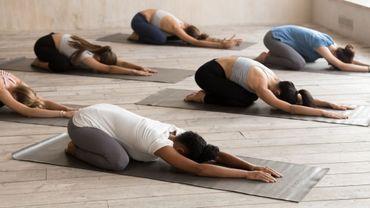 Une étude confirme les bienfaits du yoga pour soigner les douleurs au dos et les troubles du sommeil.