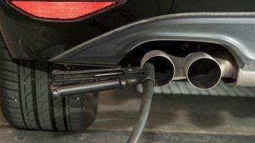 Des véhicules Volkswagen rappelés et modifiés après le scandale des moteurs truqués consomment davantage de carburant et échouent aux contrôles antipollution, affirme dans une étude publiée lundi l'Association australienne de l'automobile