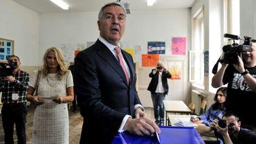 Milo Djukanovic, candidat à l'élection présidentielle du Parti des démocrates socialistes au pouvoir au Monténégro, vote à Podgorica le 15 avril 2018