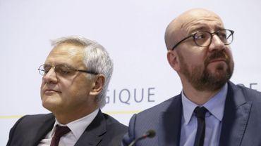Le ministre de l'Emploi Kris Peeters (CD&V) et le Premier ministre Charles Michel (MR).