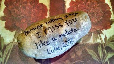 """""""Parce que rien ne dit mieux """"Tu me manques"""" qu'une patate."""""""