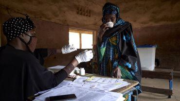 Les autorités sanitaires ont recensé jusqu'à présent plus de 52.100 contaminations au coronavirus confirmées et plus de 2000 décès en Afrique.