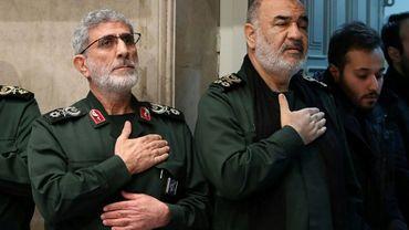 Photo distribuée par les services du Guide suprême iranien montrant notamment  le chef des Gardiens de la Révolution, Hossein Salami (D), le 9 janvier 2020 à Téhéran