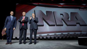 """Trump devant la NRA, le lobby des armes: """"Vous avez un vrai ami à la Maison Blanche"""""""
