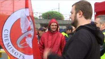 Malgré les pertes de salaire, les grévistes restent déterminés.